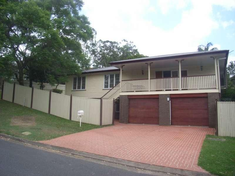 BEAUTIFULLY RENOVATED FAMILY HOME - Indooroopilly