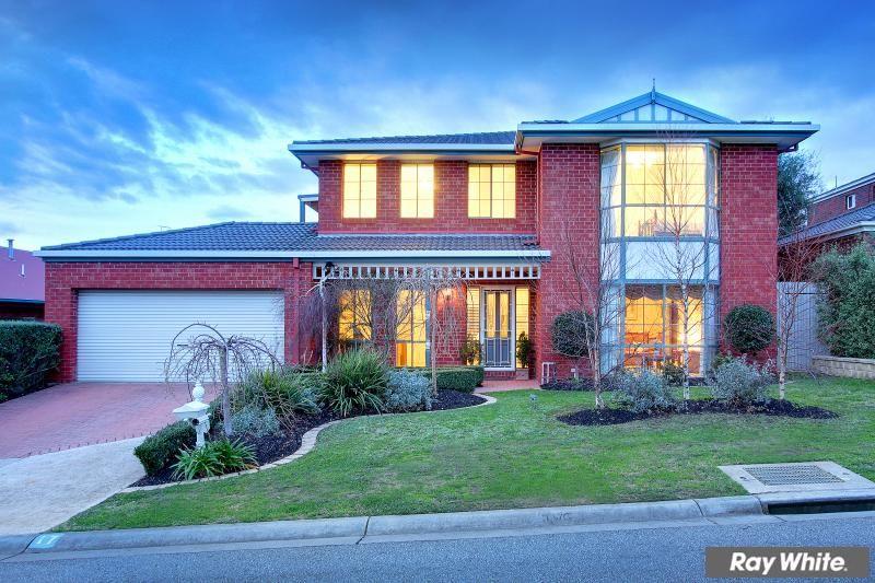 Spacious family living with bay views - Mornington