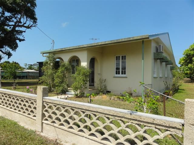Large Home - Innisfail