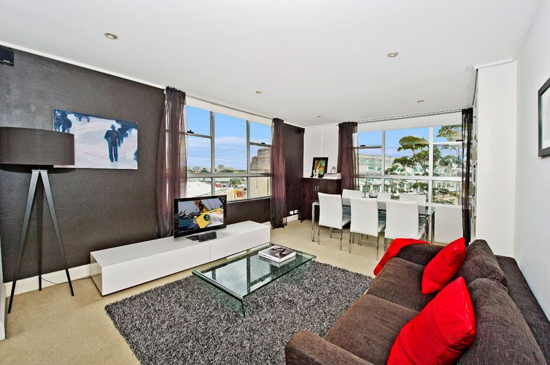A Large Stylish Contemporary 1 Bedroom Apartment With Private Outlook - Centennial Park