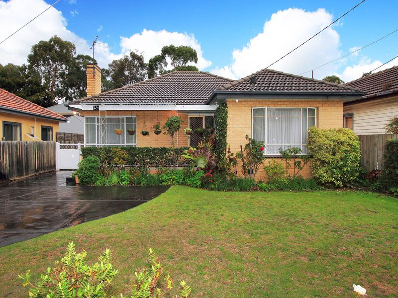 A Lovely & Clean Family Home! A Must See! *KEYS IN OFFICE* - Moorabbin
