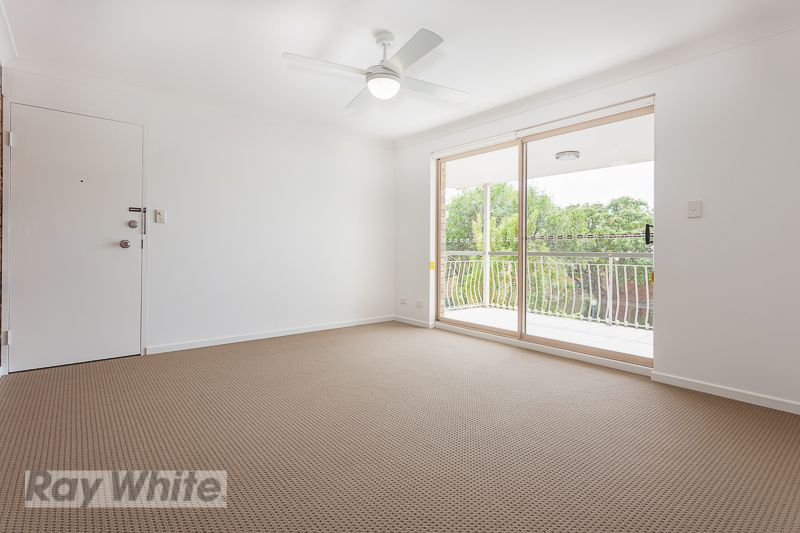 RENOVATED UNIT IN PERFECT LOCATION! - Coorparoo