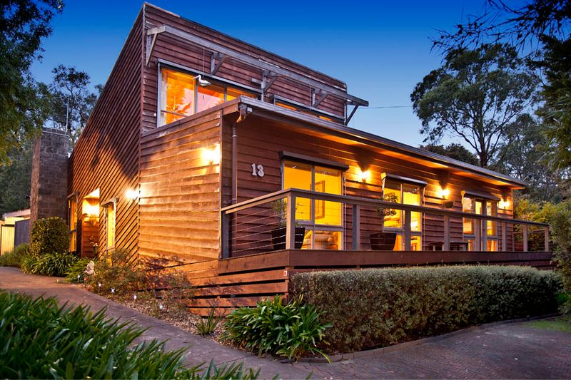 Captivating family living with stunning outlook - Upwey