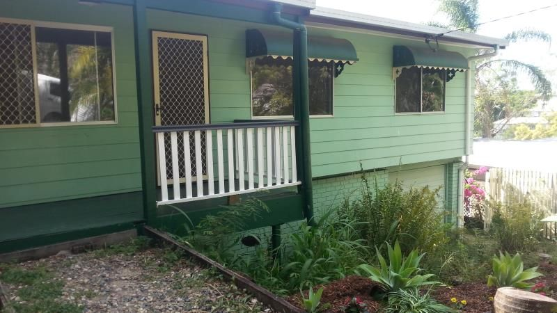 COSY POST WAR HOME - Red Hill