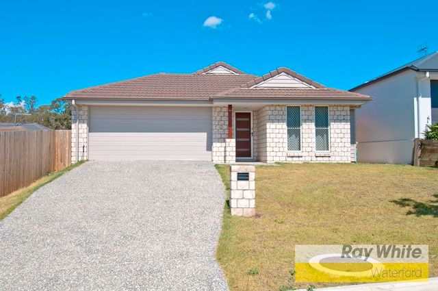 Immaculate Family Home - Lawn Maintenance Included! - Holmview