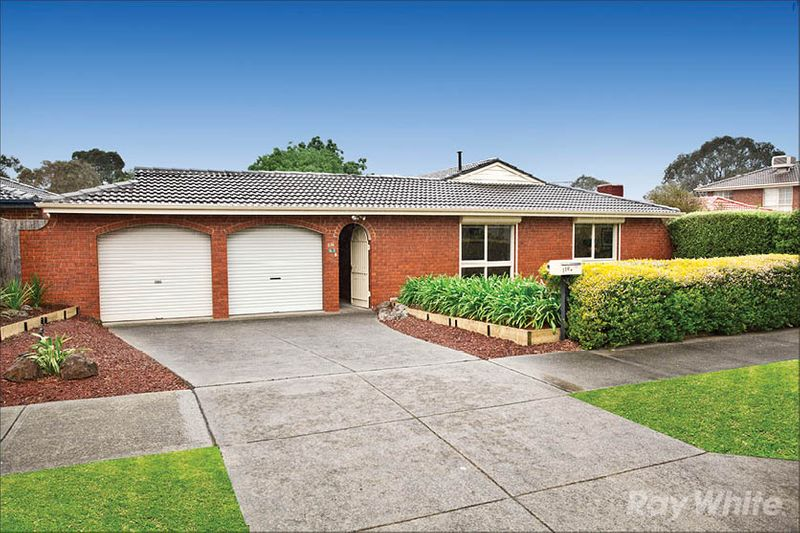 STYLISH FAMILY HOME IN A PRIME LOCATION BEAUTIFULLY ENHANCED FOR COMFORTABLE FAMILY LIVING AND ENTERTAINING - Scoresby