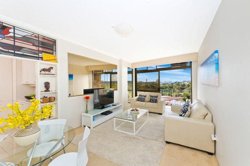 Elevated apartment showcasing panoramic city views - Kensington