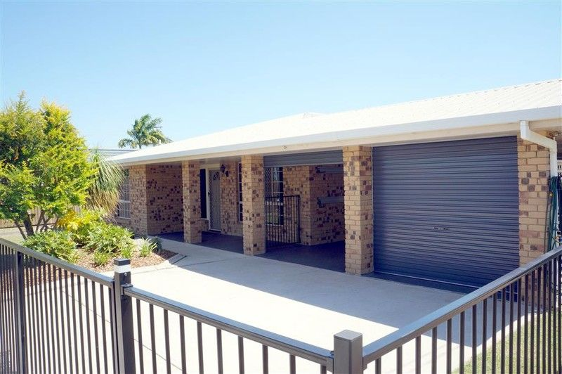 :: OPEN HOUSE FRI 24/10 AT 3:00 - 3:10PM:: TOP OF THE HILL IN KIN KORA!   YOU MUST INSPECT THIS ONE. - Kin Kora