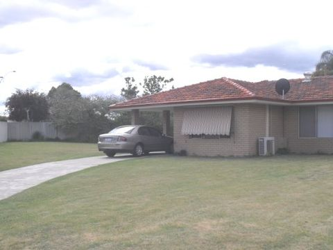 Thornlie, 8B Lyal Court