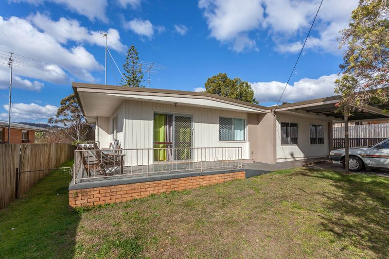 3 Bedroom Home conveniently located. - Newtown