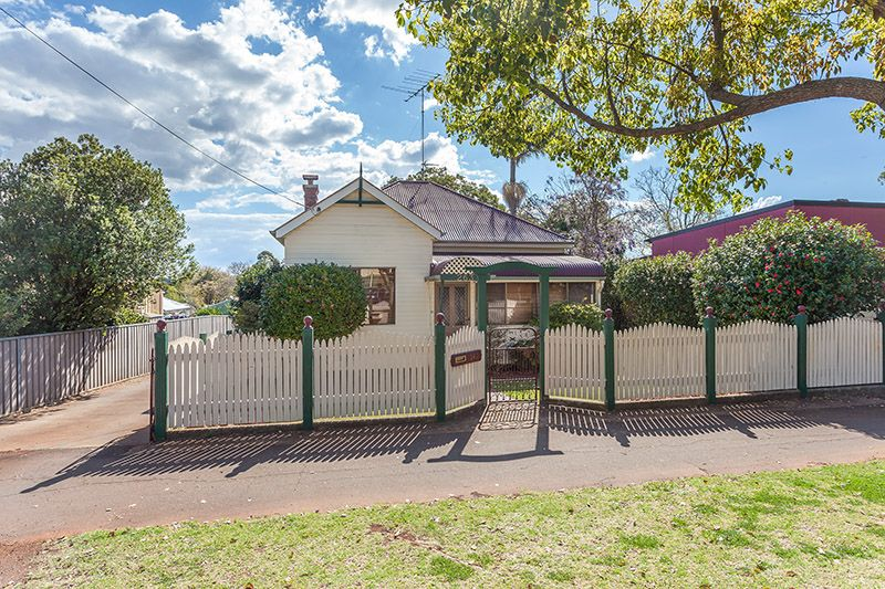 Colonial elegance with potential! - South Toowoomba