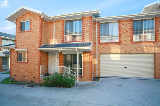 THIS TOWN HOUSE WILL SURELY IMPRESS - Noble Park