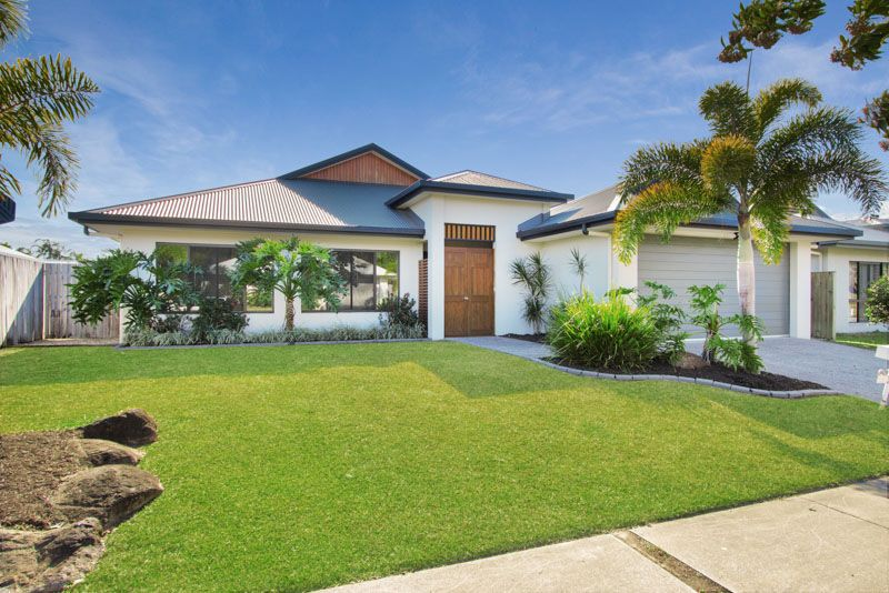 DESIGNER HOME IN PARK SIDE LOCATION *APPLICATION APPROVED* - Kewarra Beach