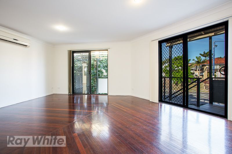 PERFECTLY POSITIONED, RENOVATED AND AIR CONDITIONED! - Coorparoo
