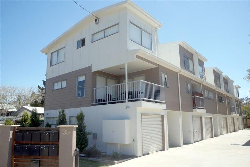 :: OPEN HOUSE WED 05/11 3:45-4:00PM :: TRI THIS FOR SIZE!  TRI-LEVEL TOWNHOUSE IN GLADSTONE CITY. - West Gladstone