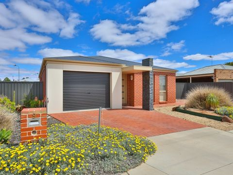 Red Cliffs, 9 Chad Court