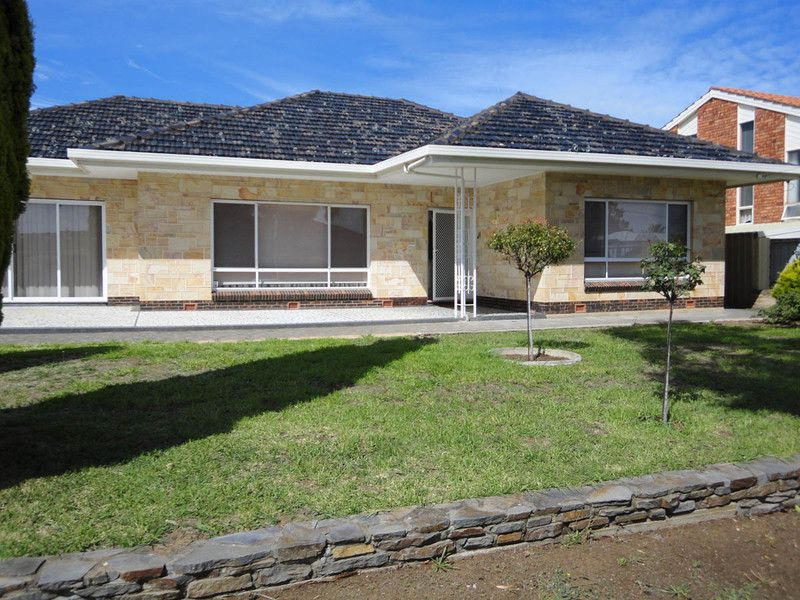 LARGE FAMILY HOME IN QUIET LOCATION - Newton