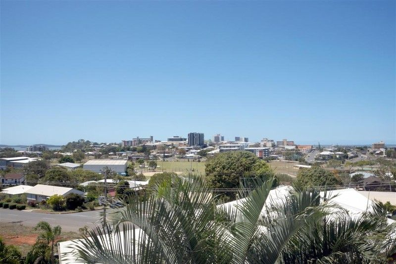 :: THIS VIEW $450 PER WEEK!   COMES WITH A FABULOUS NEW 3 BEDROOM UNIT - Gladstone Central