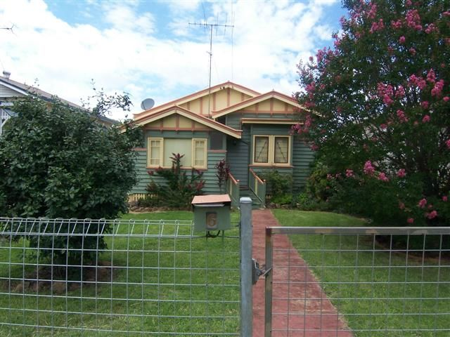 BEAUTIFUL LOVED HOME IN CENTRAL LOCATION - Toowoomba City