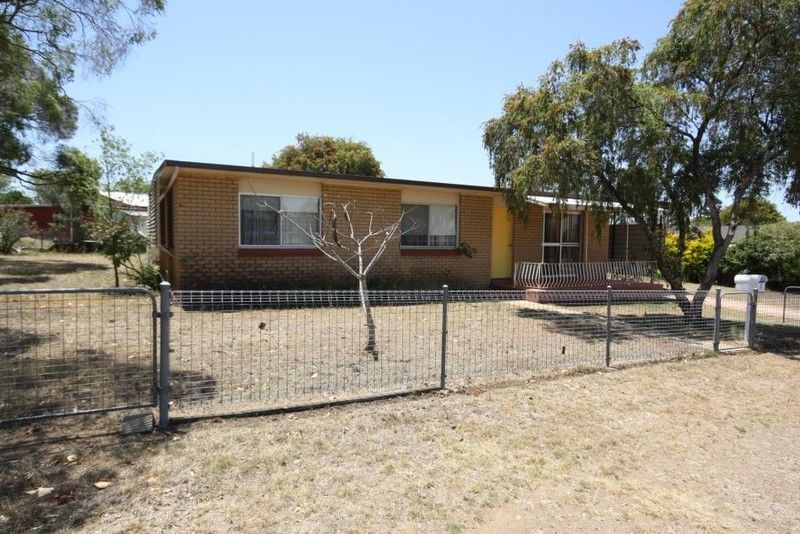 3 Bedroom Low Set House - Close to Town - Mundubbera