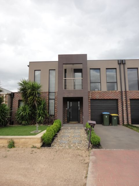 Beautiful Family Home - Point Cook