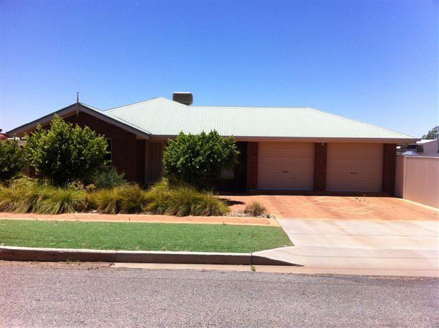 COMFORTABLE MODERN EASY CARE ! - Broken Hill