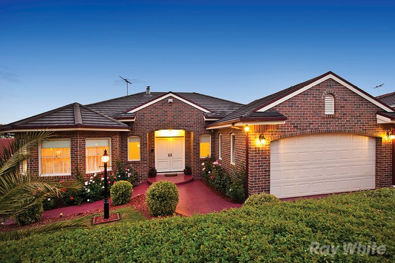 FAMILY PERFORMER WITH SPECTACULAR VIEWS - Endeavour Hills