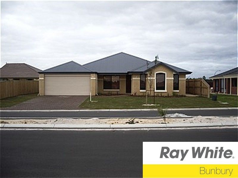 RELAX AND ENTERTAIN WITH THIS LARGE FAMILY HOME - AIR CONDITIONING - PETS CONSIDERED - Australind