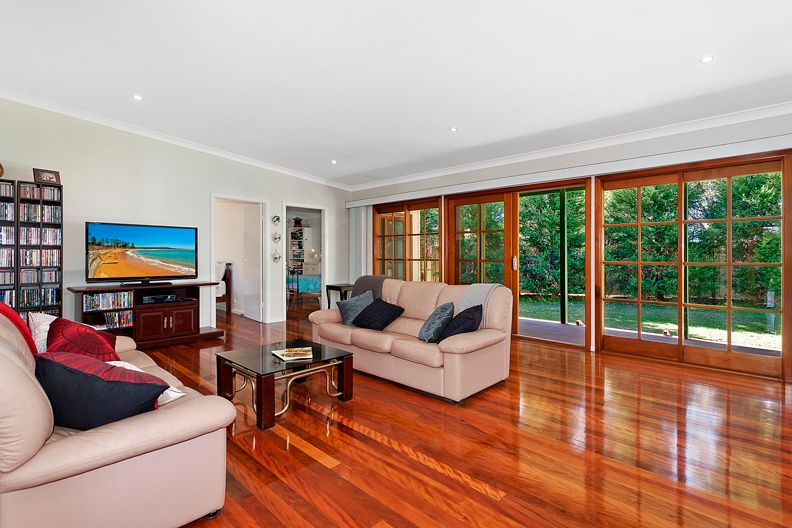 Private Single Level Home Close To All Amenities - Frenchs Forest