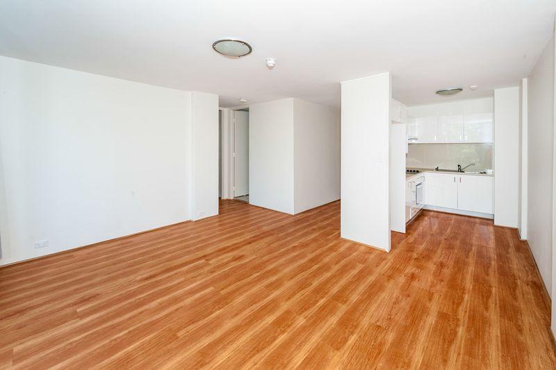 Fresh & Inviting Two Bedroom Apartment - Randwick