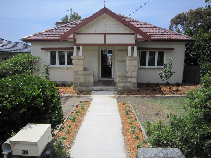 Superb Family Home - Collaroy