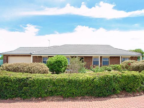 Blakeview, 56 Applecross Drive