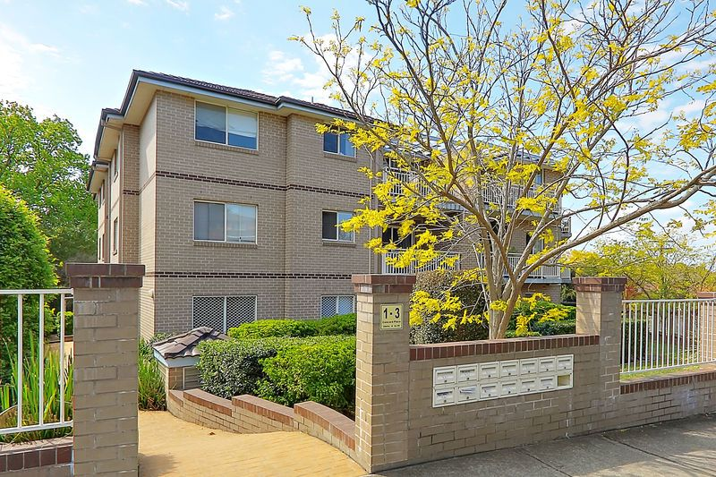 Modern Large Apartment In A Very Convenient Location - Gladesville