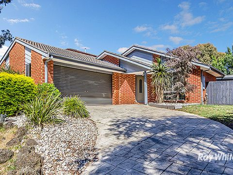 Narre Warren South, 15 Bowman Close