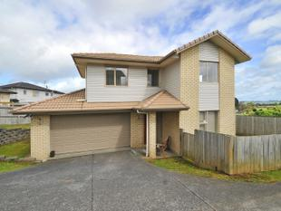 Family home with incredible views! - Papakura