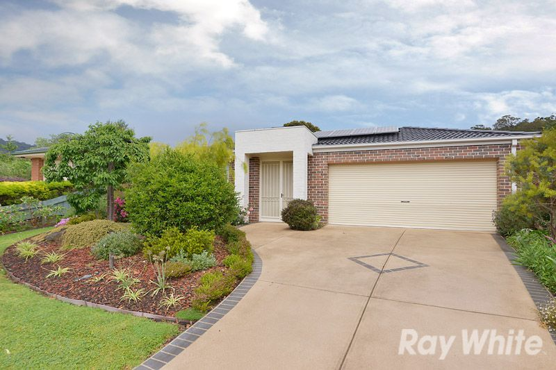 A Pristine 3 Bedroom, 2 Bathroom Home Amongst Lovely Gardens - Upper Ferntree Gully