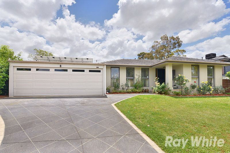 A 3 Bedroom, 2 Bathroom Home On A Large Bloc k - Scoresby