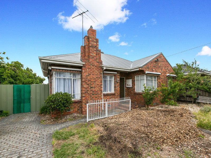 Perfectly positioned spacious home! - Moorabbin