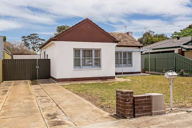 Proudly Presented by Peter Kikianis from Ray White Semaphore - Largs Bay