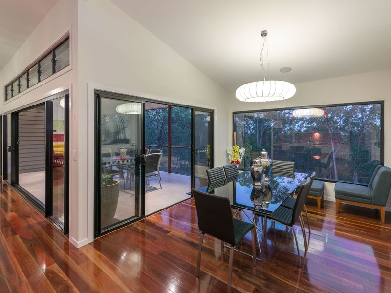 Fabulous Contemporary Home - Owners are Committed Elsewhere! - Mitchelton