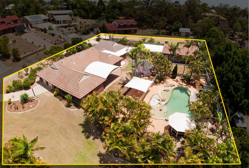 Sprawling Half Acre Tropical Haven For The Modern Family With Separate Granny Flat! - Springwood