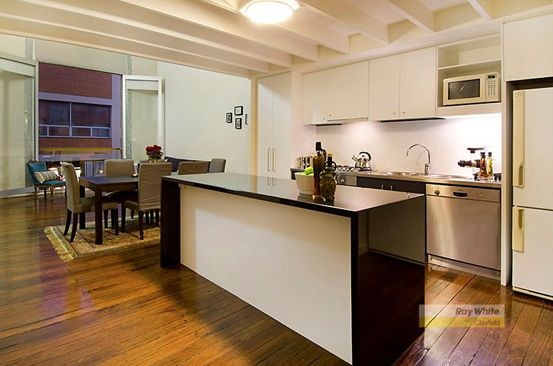 Saratoga Woolstore Loft Apartment - Teneriffe