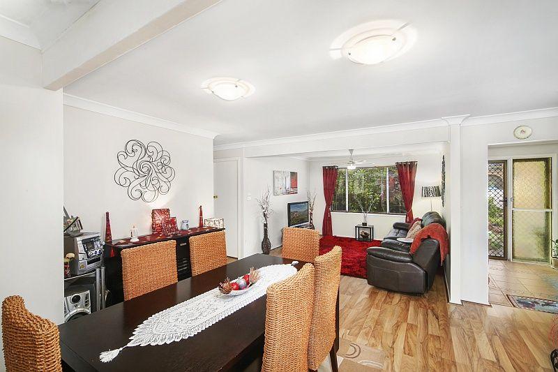 Spacious Family Home with Pretty Gardens - Berkeley Vale