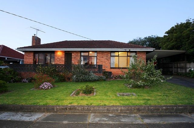 TRADITIONAL FAMILY HOME - Noble Park