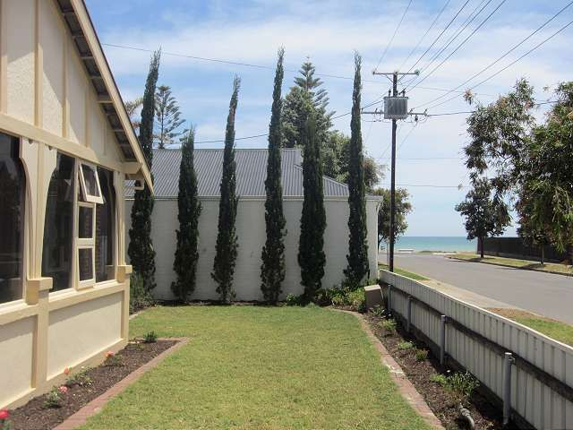 BEACH SIDE LIVING AT ITS BEST - Largs Bay