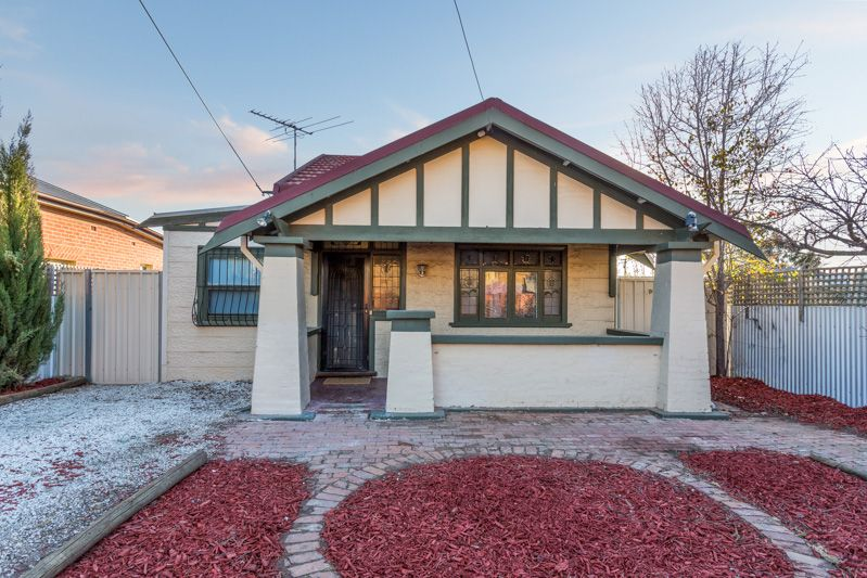 Cute and cosy with a slice of character - MAKE AN OFFER!!! - Royal Park