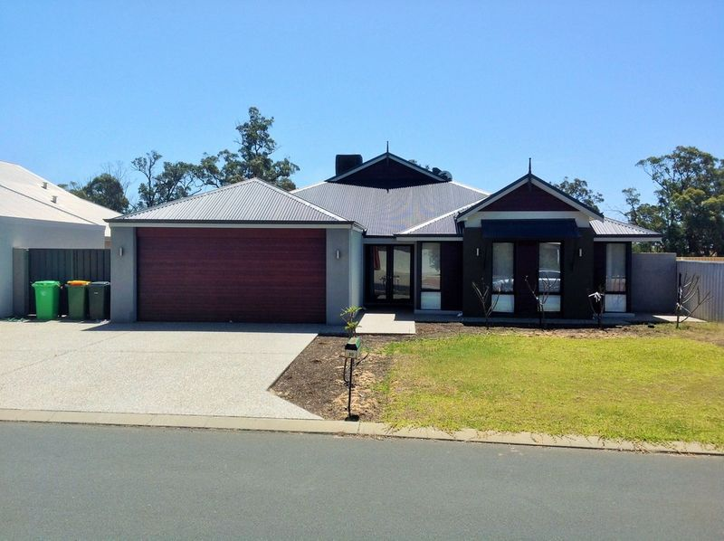 One Big 2011 Plunket Built Home With Much To Like Requiring Some Extra Love - Dalyellup