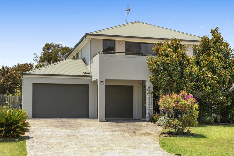 Substantial Family Home near Shelly Beach - Long Jetty