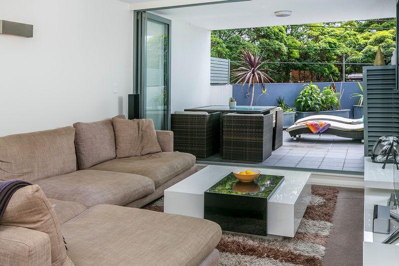A Stunning Sophisticated Split Level Apartment - Brookvale