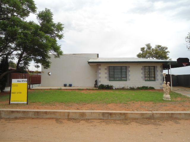 LARGE HOME IN QUIET LOCATION! - Broken Hill